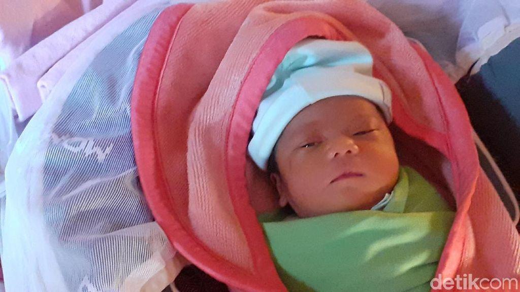 Geger Temuan Bayi dalam Kardus Mi Instan di Parongpong