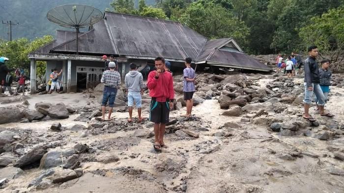 Banjir bandang menerjang permukiman di Kecamatan Tanjung Raya, Agam, Sumatera Barat (Sumbar). (Dok. BPBD Kabupaten Agam)