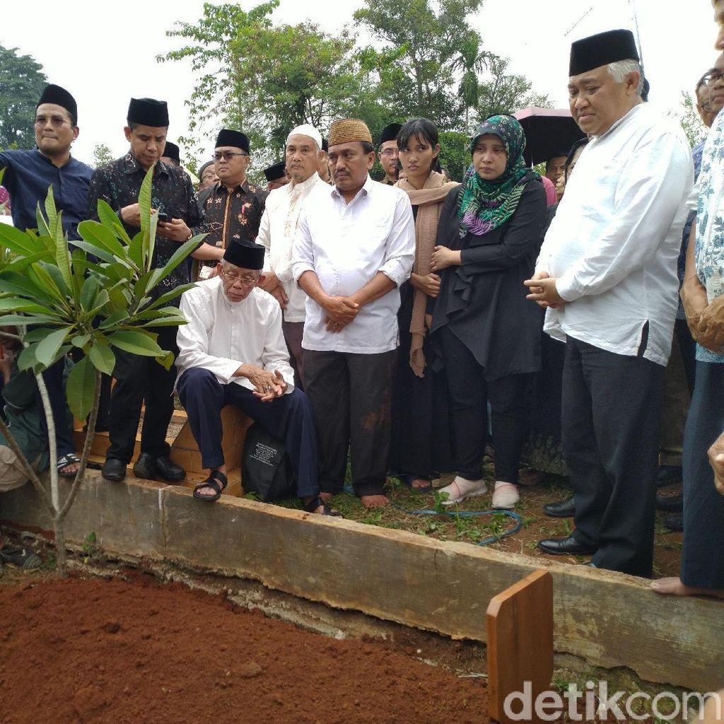 Tangis Pecah di Pemakaman Ketua PP Muhammadiyah Bahtiar Effendy