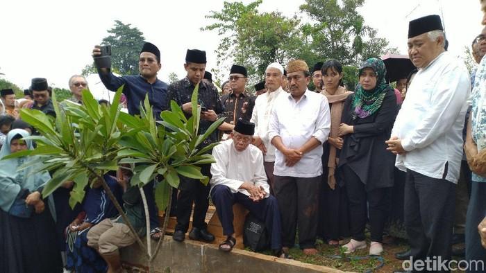 Foto: Pemakaman Bahtiar Effendy (Sachril Agustin Berutu/detikcom)