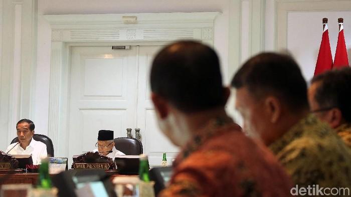 Presiden Joko Widodo panggil sejumlah menteri untuk bahas peringkat kemudahan berusaha di Indonesia. Wishnutama hingga Edhy Prabowo hadir di rapat tersebut.