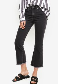 5 Tren Celana Jeans yang Tak Akan Ketinggalan Zaman