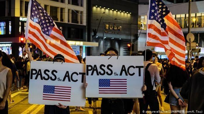 Demonstran Hong Kong meminta Dewan Perwakilan AS untuk mengeluarkan UU HAM dan demokrasi Hong Kong.