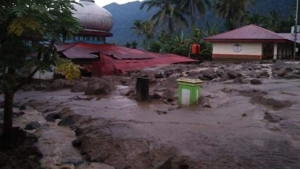 Banjir di Solok Selatan, Akses Jalan Tertutup dan 924 Rumah Terendam