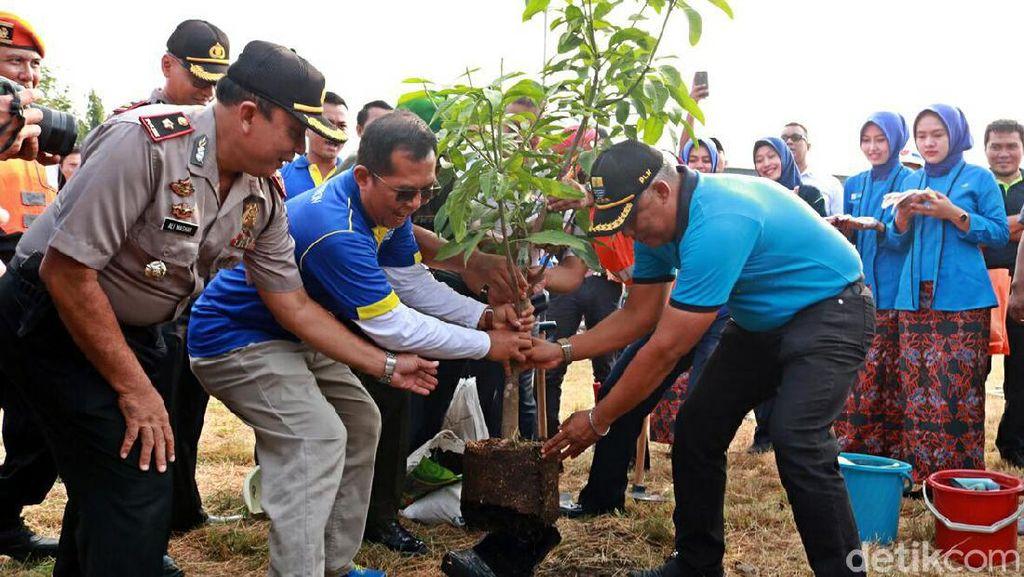 Hari Pohon, 122 Batang Matoa-Mangga Ditanam di Stasiun Prujakan