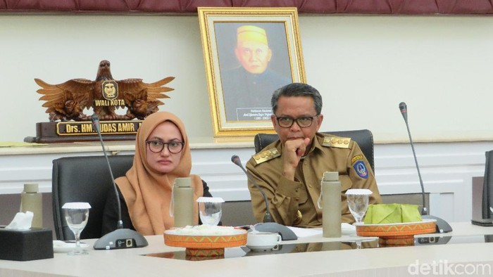 Foto: Gubernur Sulsel Nurdin Abdullah dan Bupati Luwu Utara Putri Indah Putri Indriani. (Noval-detikcom)