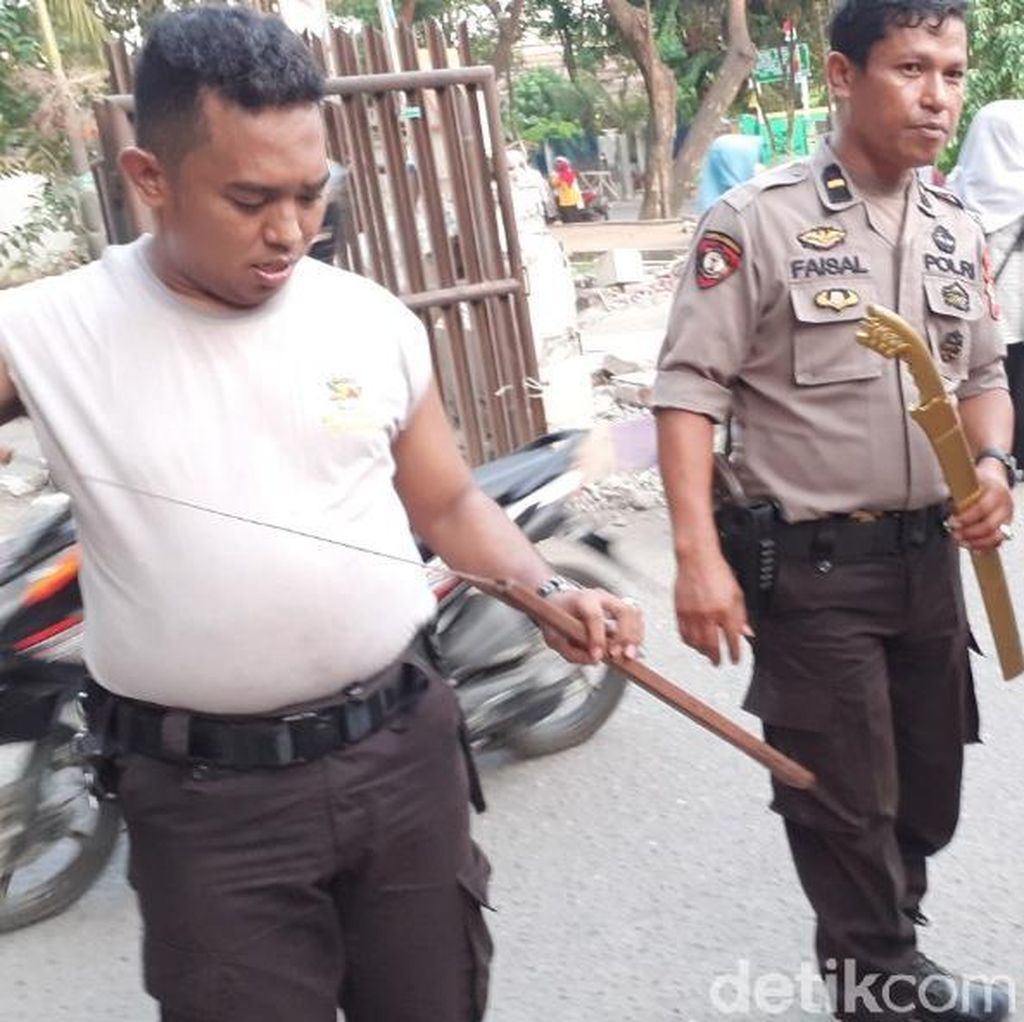 Sisir Lokasi Bentrok Mahasiswa UNM Makassar, Polisi Sita Samurai-Anak Panah
