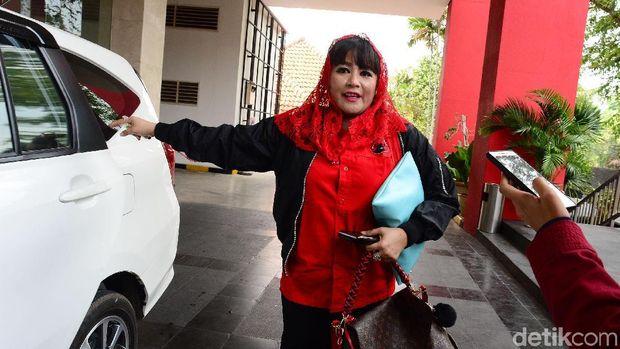 Dewi Tanjung /