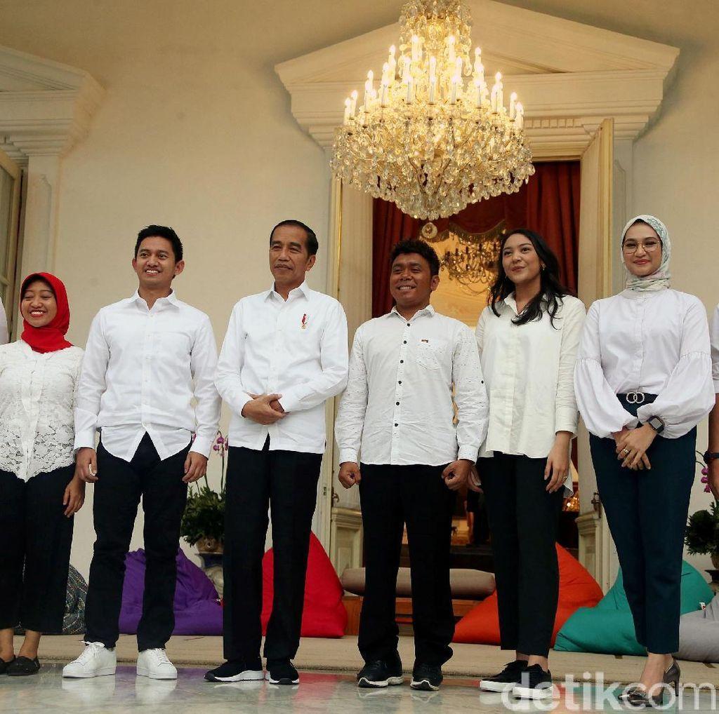 Momen Jokowi Kenalkan 7 Staf Khusus Baru dari Kalangan Milenial