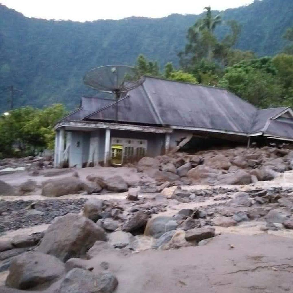 Belasan Rumah di Agam Sumbar Rusak Diterjang Banjir Bandang