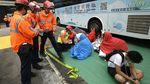 Potret Demonstran yang Masih Bertahan di Kampus Hong Kong