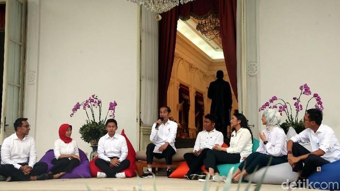 Jokowi perkenalkan staf khusus (Foto: Rengga Sancaya)