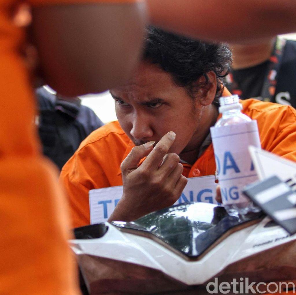 Detik-detik Findra Yunico Siram Air Keras ke Korban