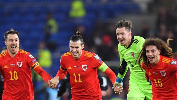 Gareth Bale merayakan Wales lolos ke Piala Eropa 2020. (