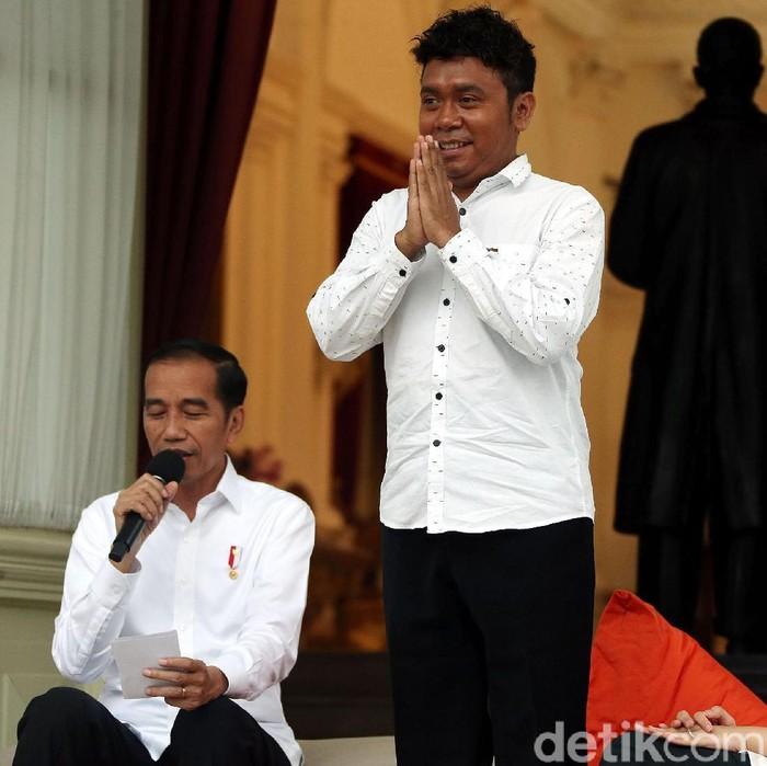 Foto ilustrasi: Presiden Jokowi dan Stafsusnya, Billy Mambrasar (Rengga Sancaya/detikcom)