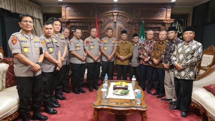 Kapolri Jenderal Idham Azis dan jajarannya menemui Ketum PP Muhammadiyah Haedar Nashir. (Istimewa)