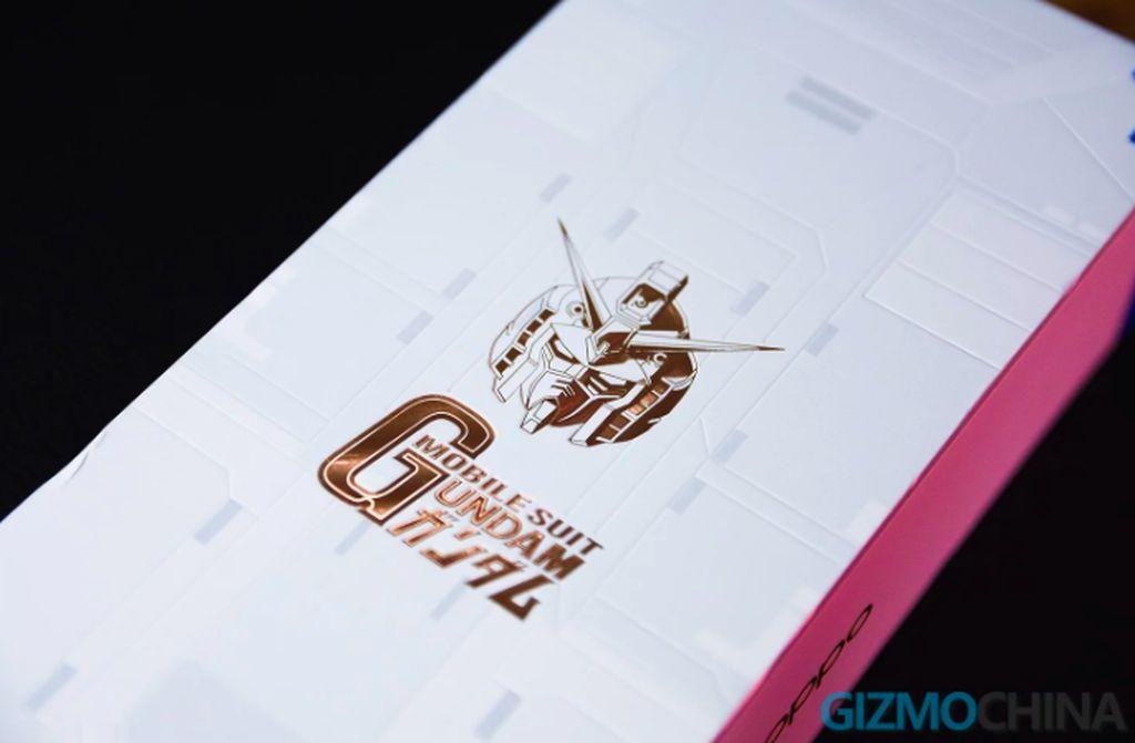 Gundam bukan hal asing buat para penggemar anime dan manga, khususnya genre mecha. Boleh jadi basis fans itu pula yang hendak dibidik Oppo lewat ponsel ini. Foto: Gizmochina