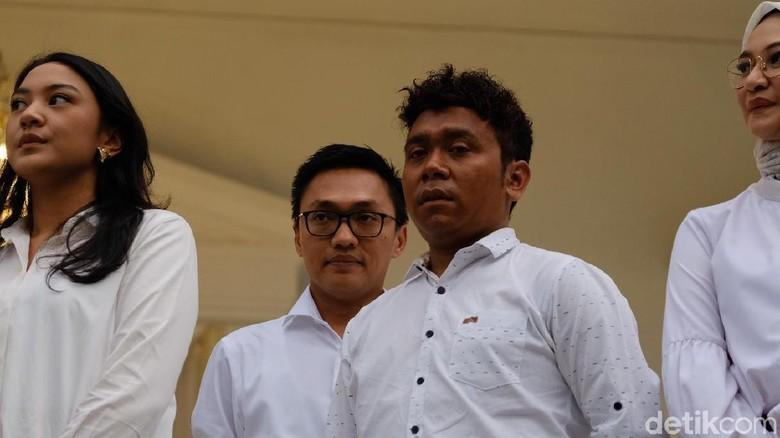 Jejak Billy Mambrasar, Anak Penjual Kue dari Papua yang Jadi Stafsus Jokowi