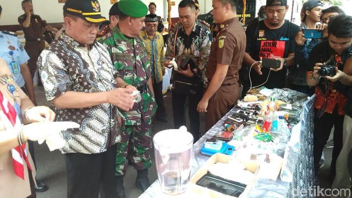 Pemusnahan barang bukti narkoba di Kejari Kota Cirebon. (Foto: Sudirman Wamad/detikcom)