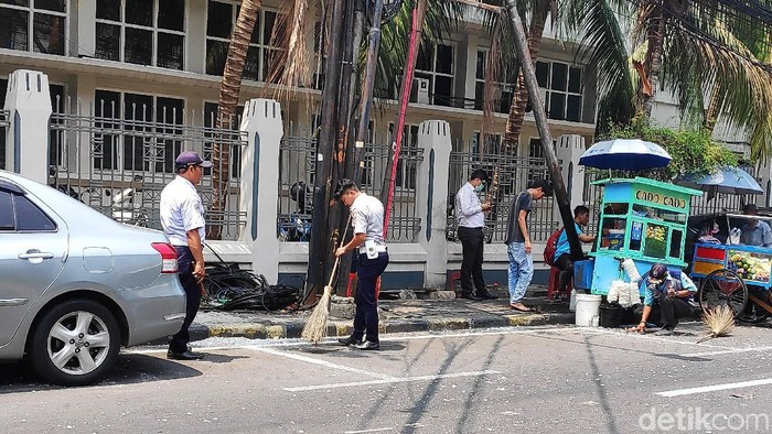 Foto: Marka parkir yang serobot jalan di Jakpus dihapus (Matius Alfons/detikcom)