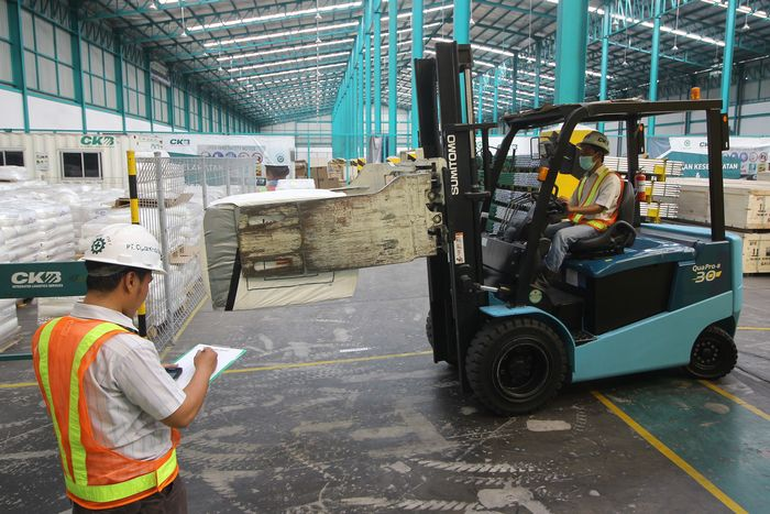 CKB Logistics, anak usaha perusahaan energi terintegrasi PT ABM Investama Tbk telah menyelesaikan perluasan area gudang seluas 25 ribu m2 sehingga total kapasitas menjadi 55 ribu m2, termasuk 8.500 m2 fasilitas Pusat Logistik Berikat (PLB) untuk mengantisipasi pertumbuhan industri di kawasan Indonesia Timur.
