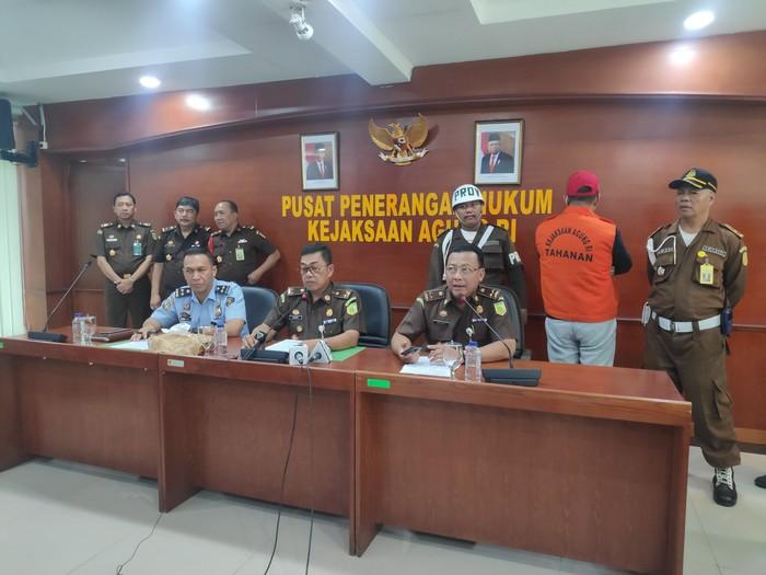 Foto: Kejagung tangkap koruptor Rp 24 Miliar (Matius Alfons-detikcom)