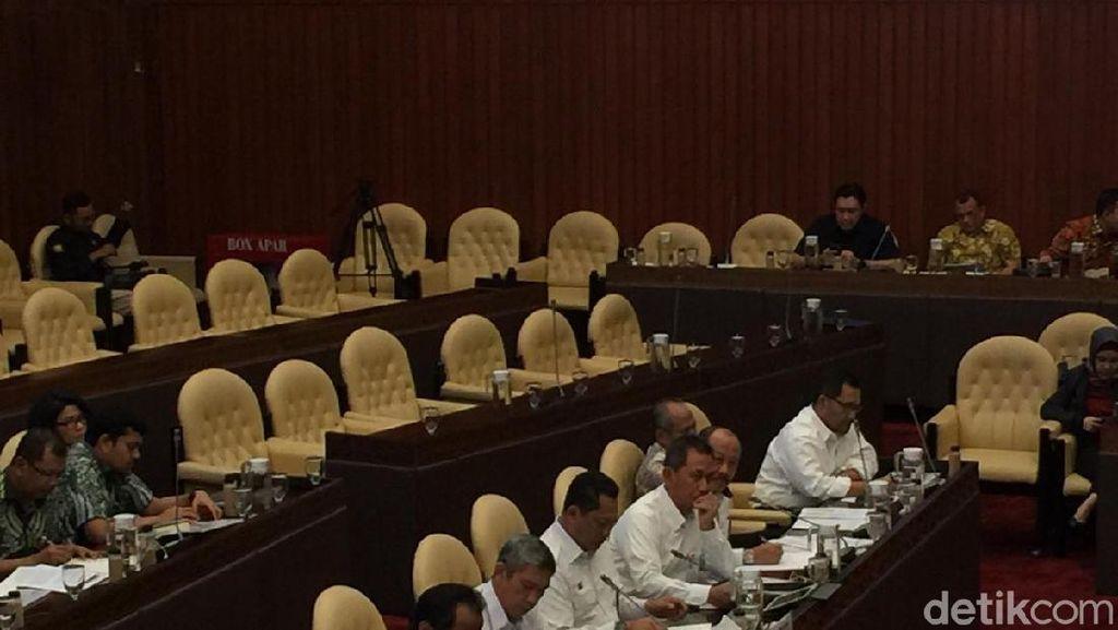 Rapat dengan Komisi IV, Buwas Kenalkan Wadirut Baru