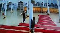 Pria Bawa Kayu Rusak Lampu Masjid di Bireuen, Ini Penjelasan Polisi