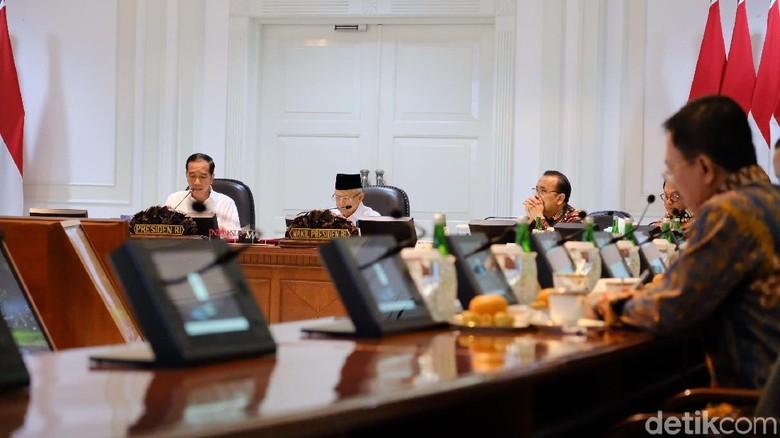 Jokowi Minta Menteri Bereskan Masalah Sampah di Labuan Bajo-Borobudur