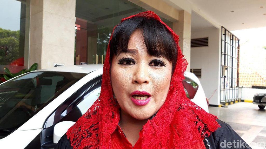 Protes soal Revitalisasi Monas dan Banjir, Dewi Tanjung Demo di Balai Kota