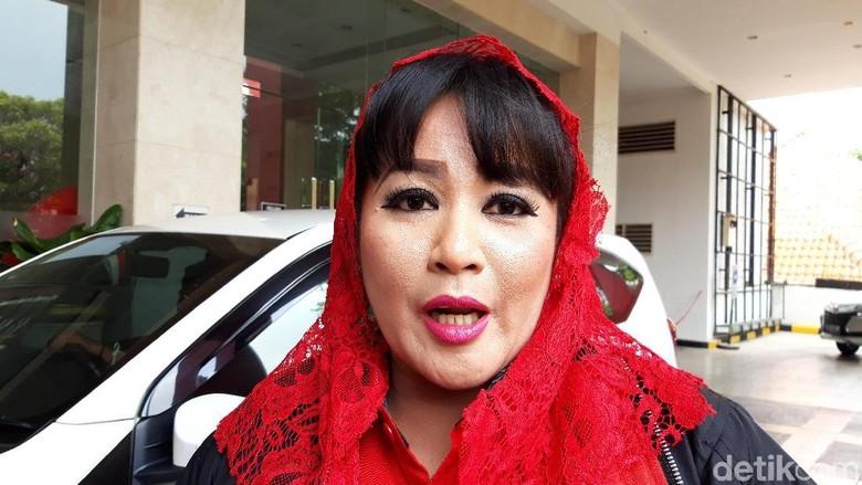 Dewi Tanjung Akan Laporkan Balik Tetangga Novel Baswedan