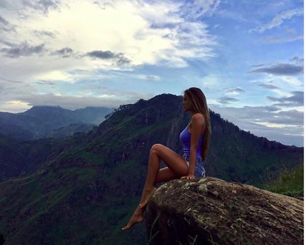 Wanita cantik ini juga pernah liburan ke Sri Lanka. (viki_odintcova/Instagram)
