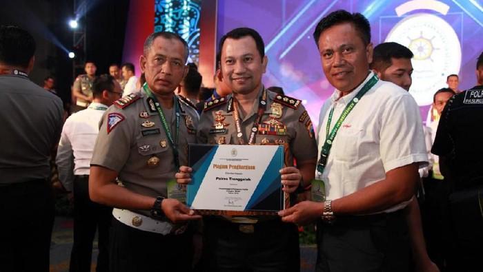 Polres Trenggalek meraih penghargaan dari Kemenpan RB ( Foto: Istimewa)