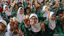 Tepis Isu Telur Sidoarjo Terkontaminasi, Ribuan Anak Diajak Makan Telur