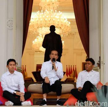 Jokowi kenalkan staf khusus presiden /