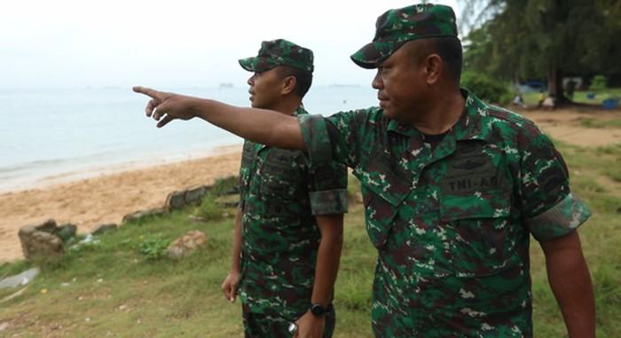 Anggota TNI AD sedang meninjau wilayah perbatasan di Batam (Foto: 20detik/Gusti Ramadhan Alhaki)