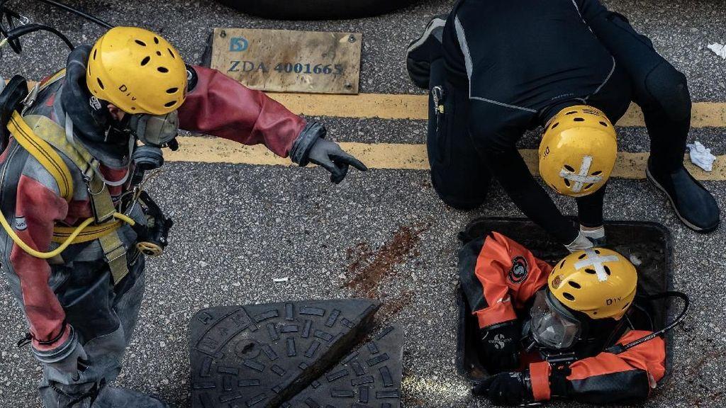 Sisir Bom Molotov, Polisi Hong Kong Masuk Kampus