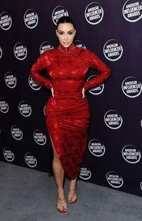 Kim Kardashian Tak Tertarik Selfie Pakai Bikini Lagi