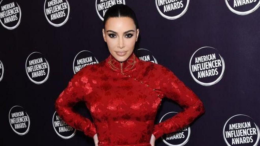 Ratapan Kim Kardashian, Gaun Tak Muat karena Berat Badan Naik 8 Kg