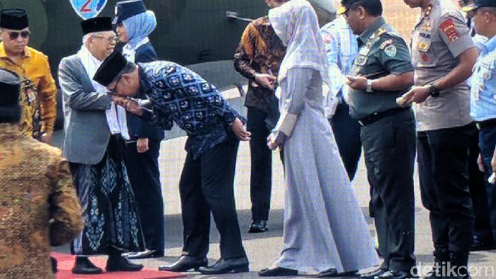 Wapres Maruf Amin disambut Ridwan Kamil saat kunker ke Cirebon. (Jefrie Nandy Satria/detikcom)