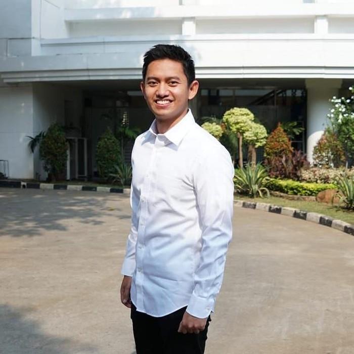 Pria dengan sapaan akrab Belva ini berusia 29 tahun. Meski masih terbilang muda, kiprah pendidikan dan organisasi Belva tak perlu diragukan. Karenanya Jokowi memilih Belva sebagai salah satu staf khusus yang baru diperkenalkan kemarin (21/11). Foto: Instagram belvadevara