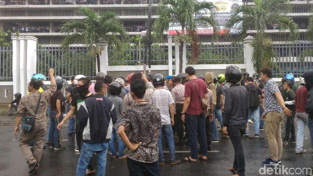 Rekan Tewas Akibat Tawuran, Mahasiswa Nommensen Datangi RS Bhayangkara Medan