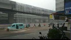 Ini Video Air Terjun di Tol Becakayu yang Hebohkan Pengguna Jalan
