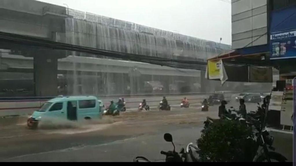 Air Terjun Dadakan di Bekasi Dibandingkan dengan Jewel Changi?