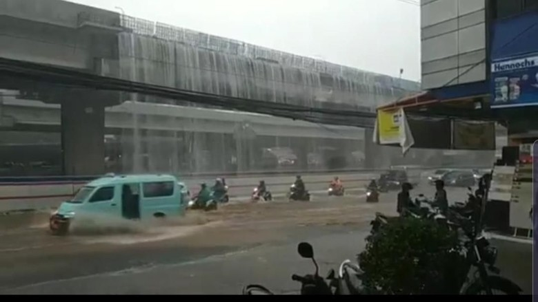 AIr terjun dadakan di Bekasi yang viral. (istimewa)