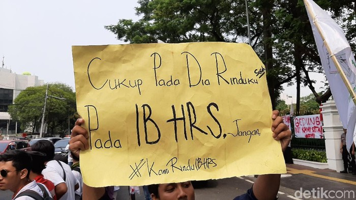 Massa Demo di Kantor Kemlu (Lisye/detikcom)
