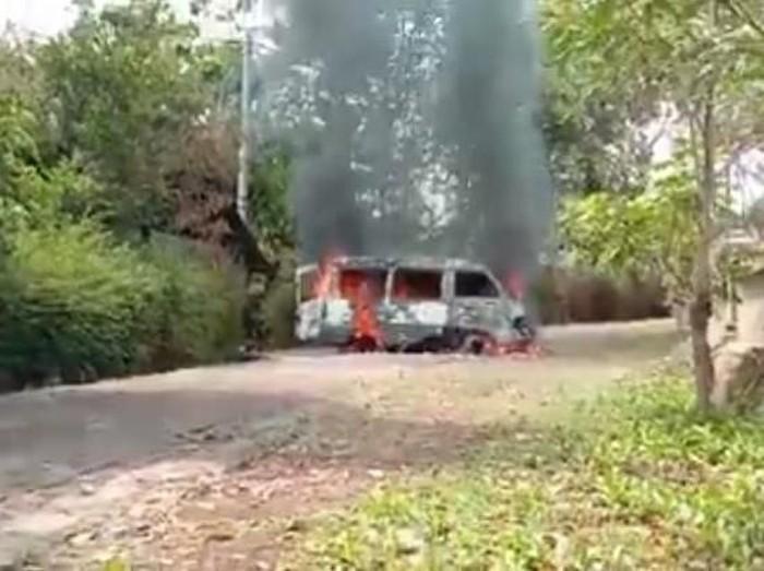Mobil yang hangus terbakar/Foto: Istimewa