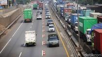 Lalin Libur Natal Padat, Contraflow Diterapkan di Tol Cikampek