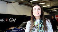 Julie Estelle Dukung Pebalap Indonesia di Le Mans Asia