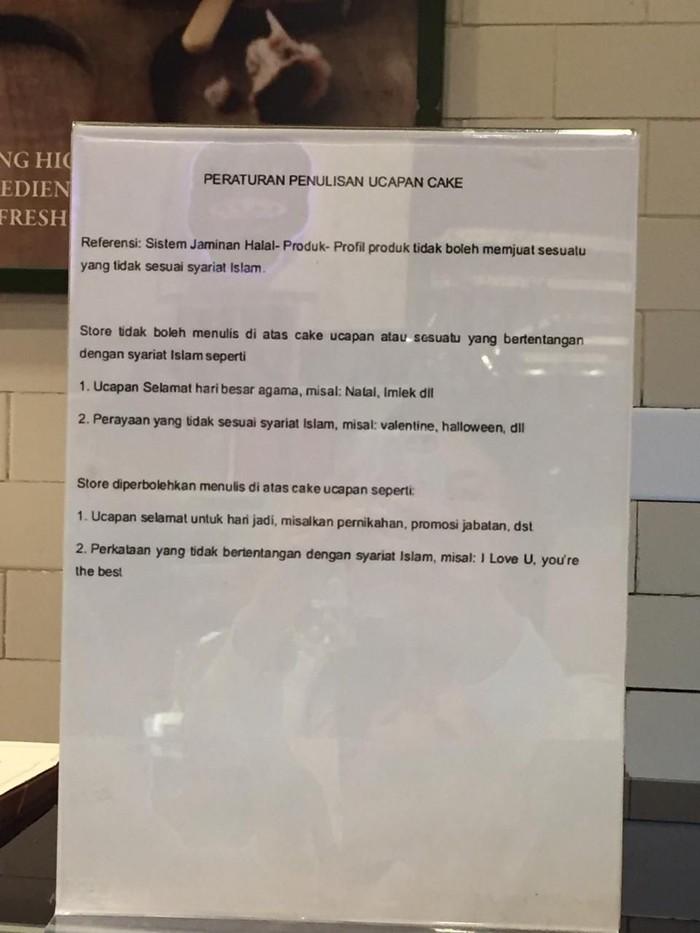 Foto: Kertas berisi peraturan penulisan ucapan cake yang sempat terpasang di salah satu cabang TOUS les JOURS
